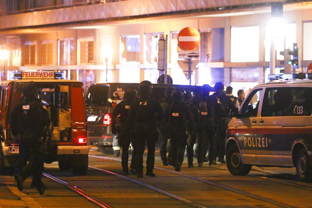 قتلى وجرحى في هجوم مسلح وسط فيينا