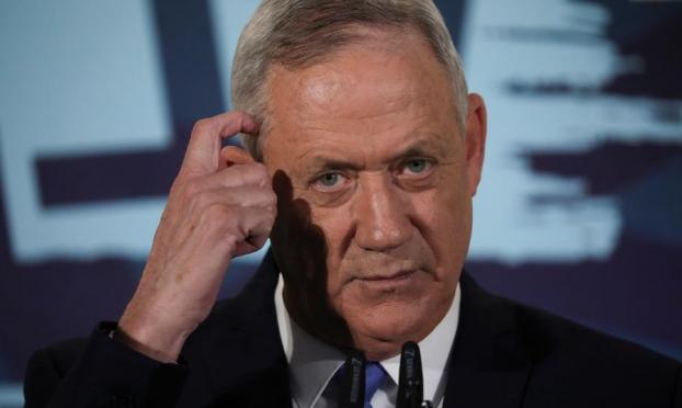 """خلافات بقيادة """"كاحول لافان"""": التساهل مع نتنياهو أم حل الحكومة؟"""