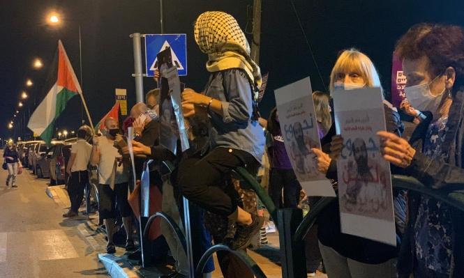 """طلاب جامعيون يحتجّون على اعتقال الأخرس أمام مشفى """"كابلان"""""""