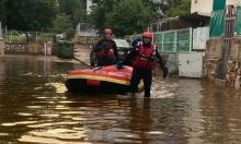 أمطار غزيرة تنذر بشتاء عاصف: استخدام قوارب لإنقاذ عالقين