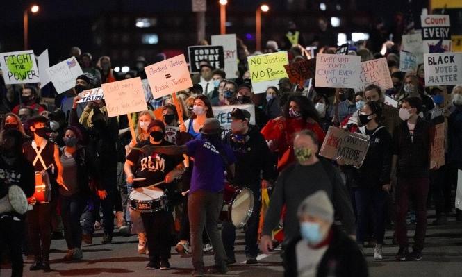 مؤيدون لبايدن يتظاهرون بنيويورك ومناصرون لترامب يحتجون بديترويت