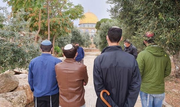 مستوطنون يقتحمون الأقصى والاحتلال يعتقل 13 فلسطينيا بالضفة