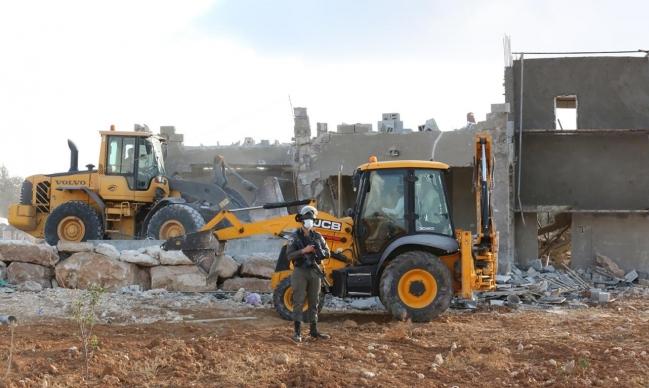 الاحتلال يهدم منزلا قرب بيت لحم ومنشآت صناعية في عناتا