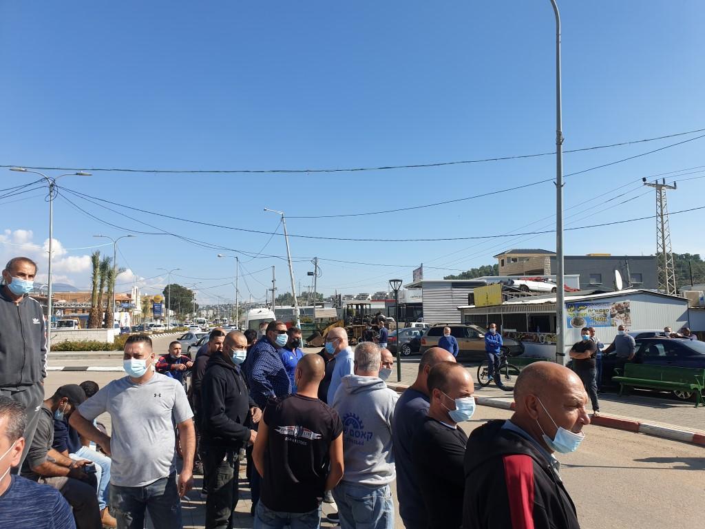 توتر وغضب في مجد الكروم: مداهمة محال تجارية وإنذارها بالإخلاء
