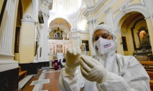 كورونا: 56 مليون إصابة وتوزيع لقاحي فايزر ومودرنا خلال أسابيع