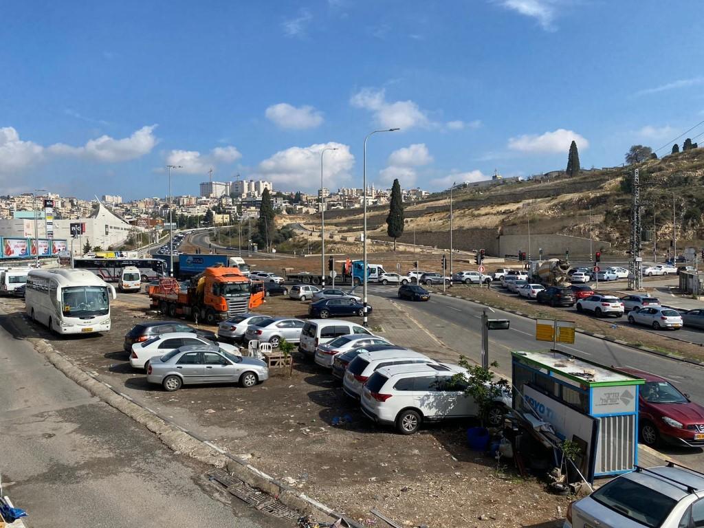 كورونا: أزمة سير خانقة في الناصرة بسبب الإغلاق