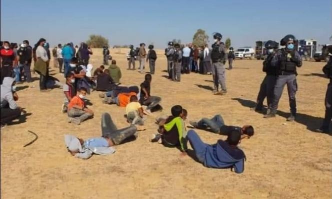 قوات من الشرطة وجرافات الهدم تقتحم قرية الأطرش