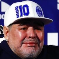 العالم يودّع مارادونا؛ لم يكن نجمًا رياضيًّا فحسب...