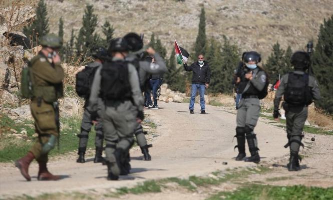 مستوطنون يعتدون على مزرعة شرق رام الله