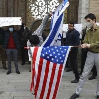 اغتيال العالم النووي الإيراني: أوروبا تدعو للتهدئة ومظاهرات بطهران تطالب بالانتقام