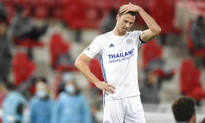 مانشستر يونايتد يسعى لاستعادة مدافعه السابق