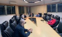جلسة طارئة لبلدية الطيرة عقب هدم منزل: دعوة لاجتماع في ساحة مركز الشرطة