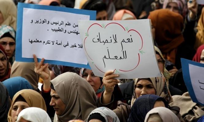 اتحاد المعلّمين الفلسطينيين يعلن الإضراب احتجاجا على سياسة صرف الرواتب