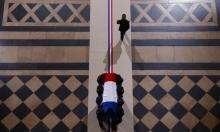 """""""باريس تفرش البساط الأحمر لدكتاتور"""": السيسي في فرنسا وحقوقيون ينددون"""