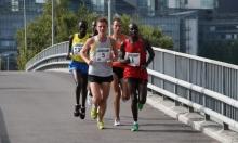 عدّاء كيني يحطم الرقم القياسي بسباق النصف ماراثون