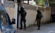مداهمات واعتقالات بالضفة واقتحام منزل القيادي ناصيف