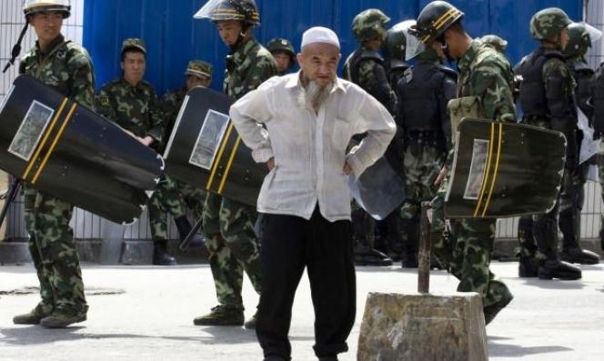 """الحكومة البريطانية: أدلة مقنعة حول إرغام الصين """"الأويغور"""" على العمل"""