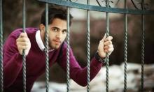 نابلس: تمديد اعتقال الناشط السياسي قتيبة عازم