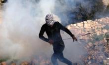 إصابة متظاهرين بالغاز المسيل للدموع بمسيرة كفر قدوم واعتقال شابين بجنين
