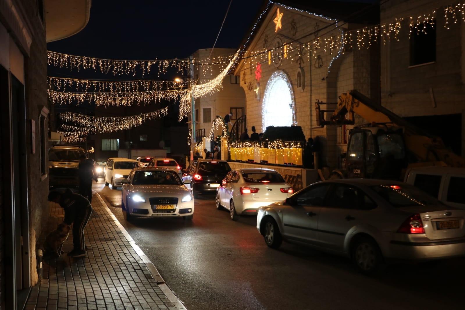 """الكنيسة قبل إضاءة الشجرة (""""عرب ٤٨"""")"""