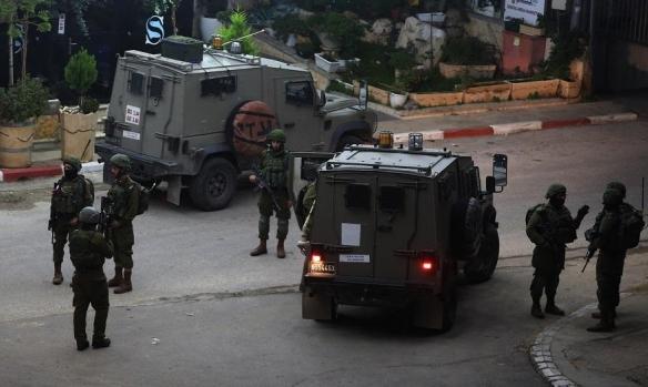 الاحتلال يقتحم مجمع فلسطين الطبي برام الله واعتقالات بالضفة