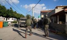 الاحتلال يعتقل 16 مواطنا بالضفة ويلاحق العمال عند الجدار