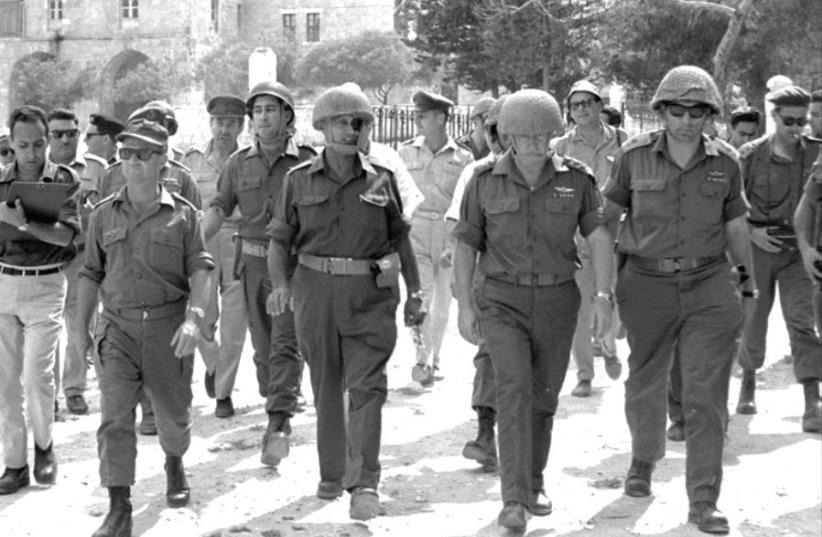 احتلال المسجد الأقصى (أرشيف الجيش الإسرائيلي)