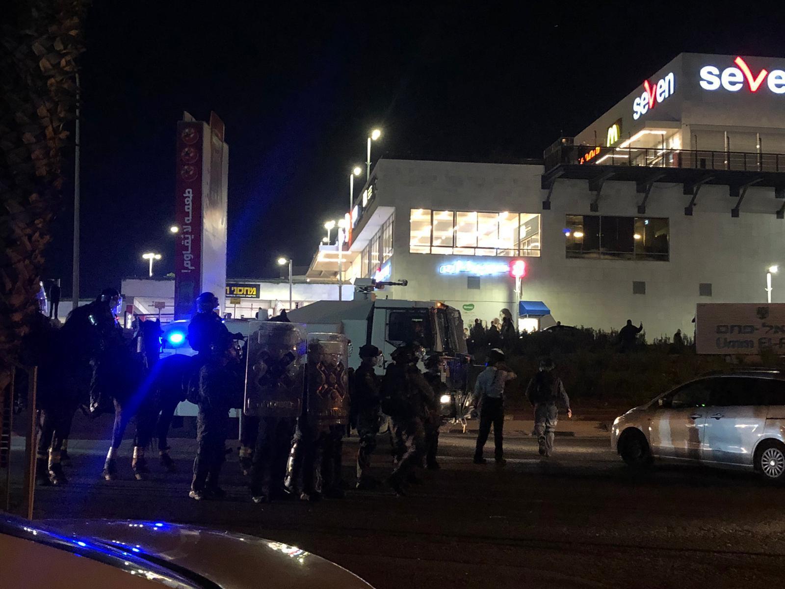 أم الفحم: اعتقالات وإصابات في قمع الشرطة لمظاهرة ضد العنف