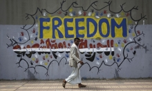 """الحوثيون يدينون القرار الأميركي بتصنيفهم جماعة """"إرهابية"""" وحكومة اليمن ترحب"""