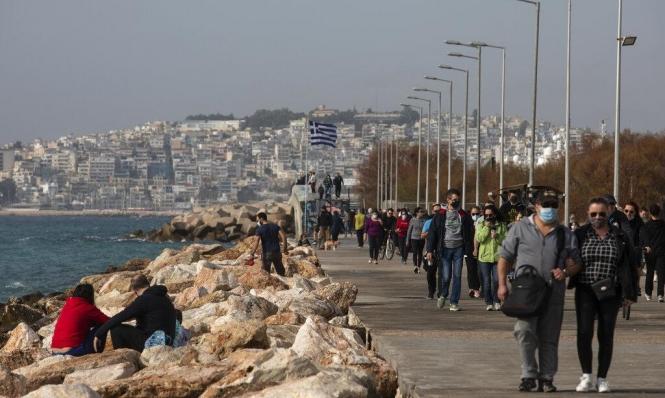 اليونان: درجات حرارة عالية بيناير.. خرق للحجر واستجمام على الشواطئ