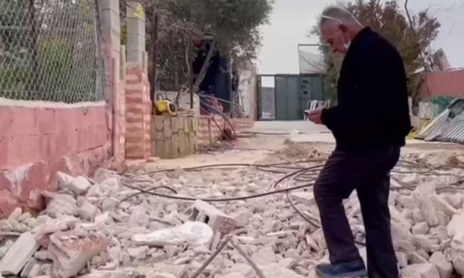 سلطات الاحتلال تُجبر مقدسيًّا على هدم منزله في بيت حنينا