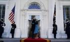 بايدن في البيت الأبيض بعد توقيع مراسيم رئاسيّة