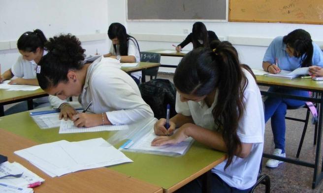 رغم الإغلاق: السماح لطلاب الثانويات التقدم للامتحانات بالمدارس
