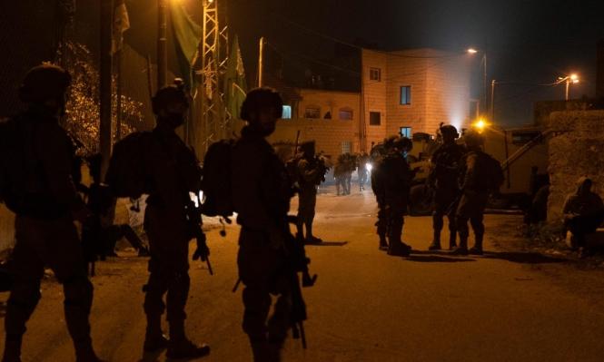 الاحتلال يعتقل 17 فلسطينيا بالضفة ويصيب صحافيا