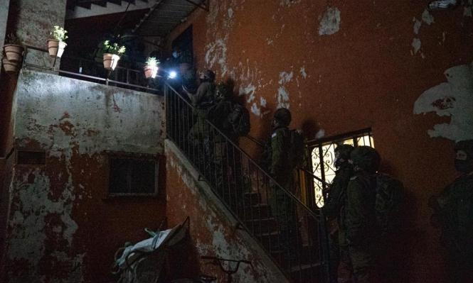 اقتحامات واعتقالات بالضفة طالت 12 فلسطينيا