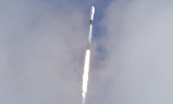 """""""سبايس إكس"""" تطلق صاروخا يحمل عددا قياسيا من الأقمار الاصطناعية للفضاء"""