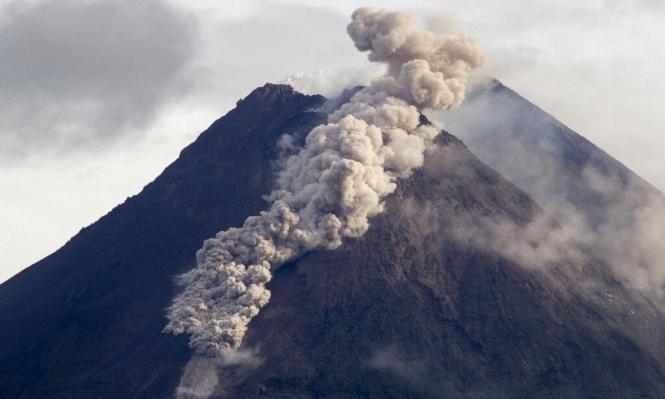 إندونيسيا: ثوران أحد أكبر البراكين في العالم