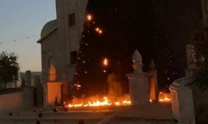 اتهام شابين بإحراق شجرة الميلاد في سخنين