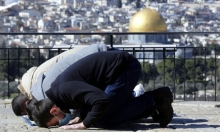 الاحتلال يواصل منع آلاف الفلسطينيين من الصلاة بالأقصى