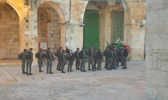 مع انتهاء الإغلاق: عشرات المستوطنين وجنود الاحتلال يقتحمون الأقصى