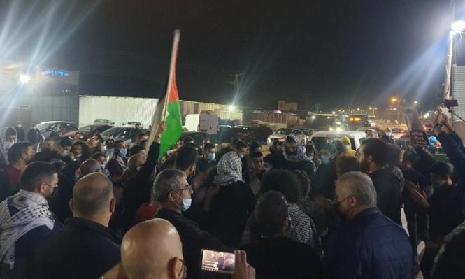 مجد الكروم: احتجاج ضد الجريمة أمام مركز الشرطة