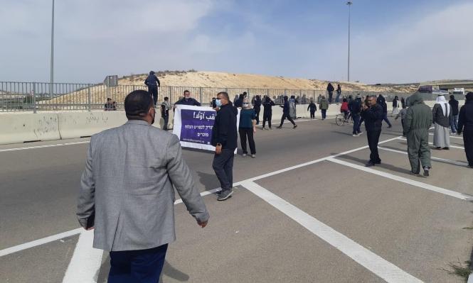 النقب: تمديد اعتقال 4 أشخاص إثر احتجاجهم على تجريف محاصيل زراعية