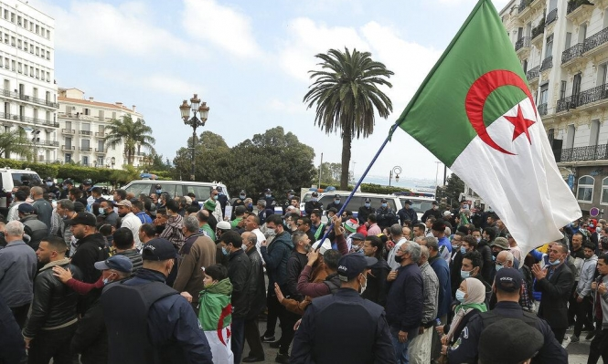 مظاهرات حاشدة في الجزائر في الذكرى الثانية للحراك
