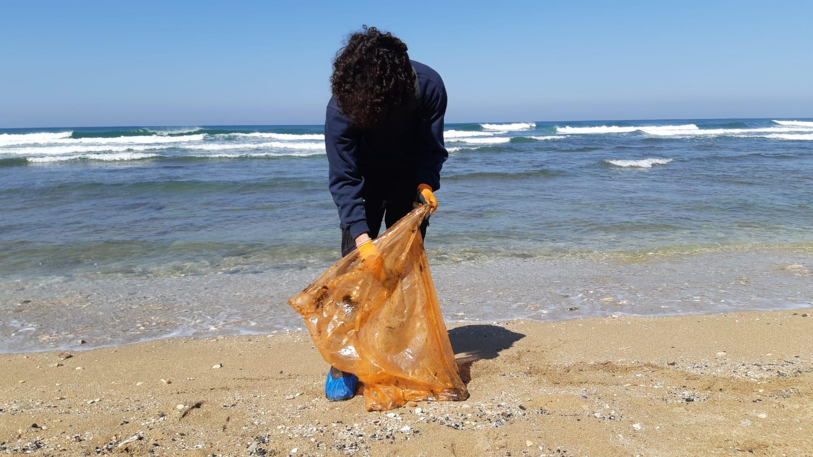 """""""هذا البحر بحرنا"""".. متطوعون من أجل البيئة"""