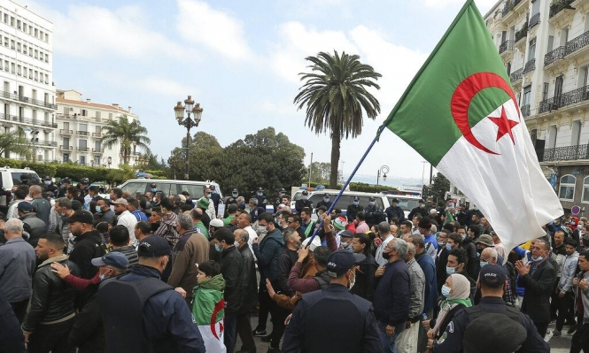 الجزائر: الإفراج عن 59 ناشطا بعفو رئاسي