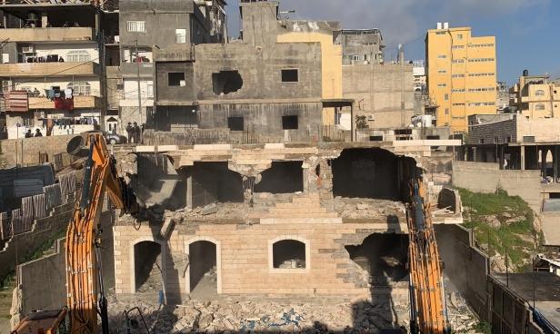 الاحتلال يهدم منزلا وعمارة سكنية بالقدس