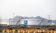 """""""عملية هجومية واسعة"""": الحوثيّون يستهدفون شركة أرامكو بميناء رأس التنورة"""