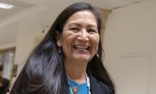 ديب هالاند تصبح أول وزيرة من السكان الأصليين في أميركا