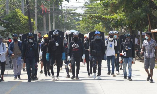 معارضون بورميون يسعون لتشكيل جيش شعبي لحماية المتظاهرين