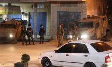 حالات اختناق وإصابة خطيرة خلال حملة اعتقالات بالضفة